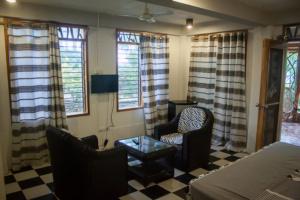 Siquijor IMG 0435 300x200 - Mango Tango - Guest House