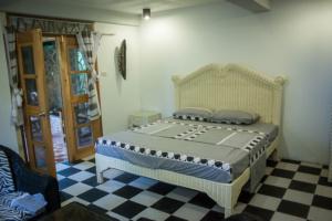 Siquijor IMG 0436 300x200 - Mango Tango - Guest House